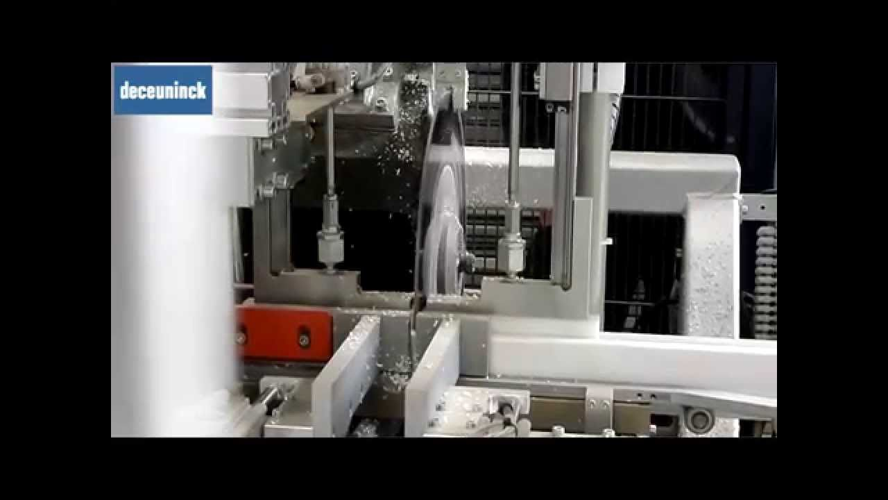 #PVC rinforzato con #Rinforzi Termici Zendow#neo: scopri la facilità di taglio in un centro di lavoro.