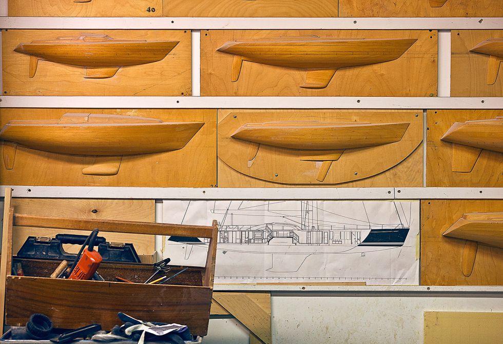 El archivo maderero de la firma permite recomponer cada pieza de cada modelo elaborado desde la fundación del astillero en 1966.