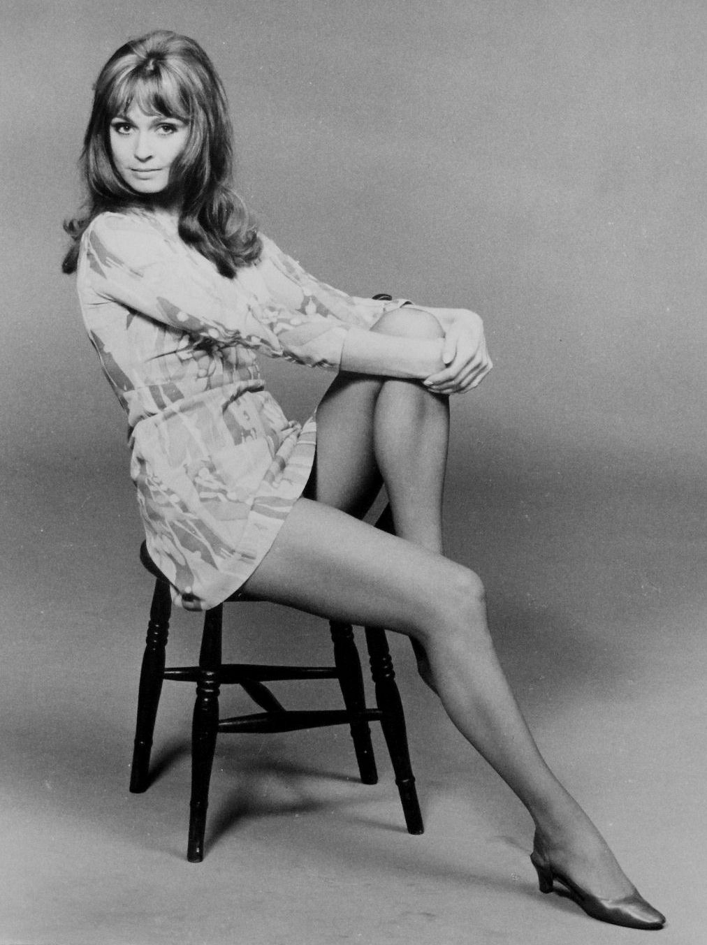 suzy kendall up the junction