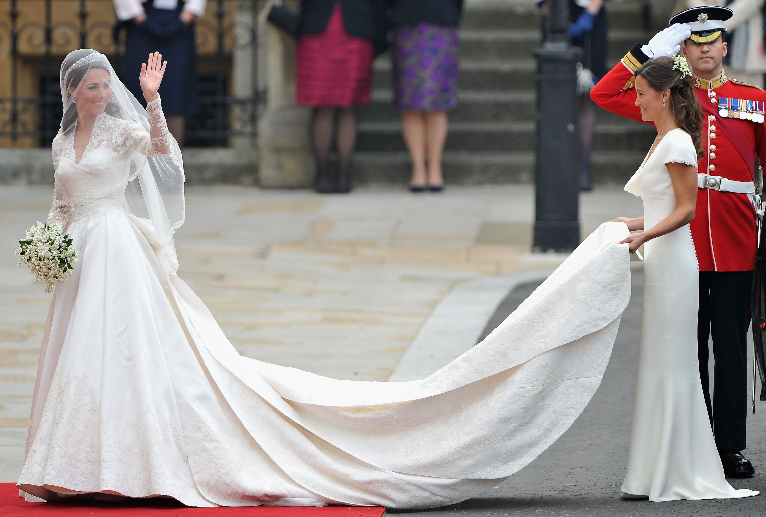 Sarah burton kate middleton wedding dress  See Kate Middletonus Alexander McQueen Wedding Gown  Pinterest