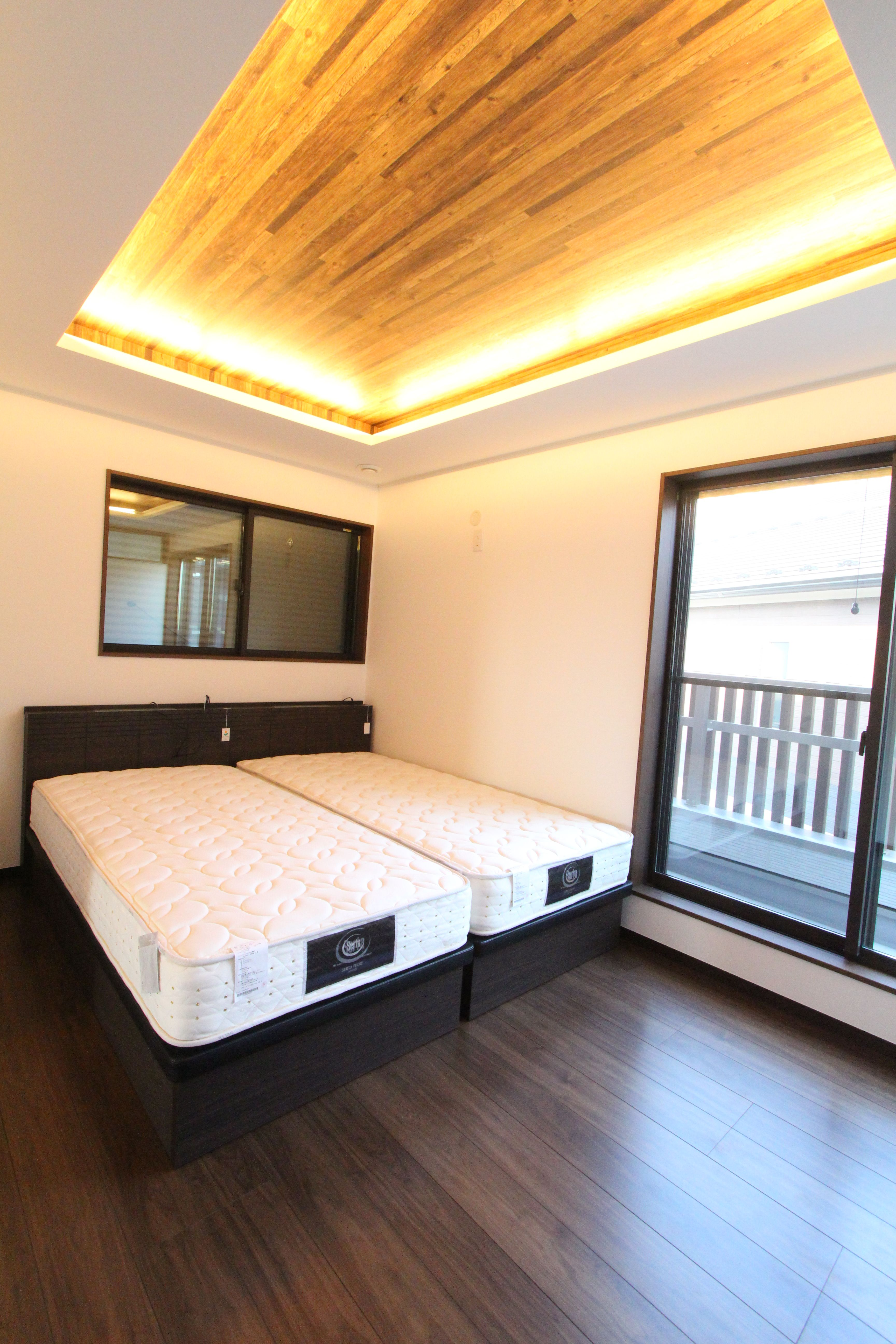 ベッドルーム 折り上げ天井 間接照明 ベッドルーム 家 リビング