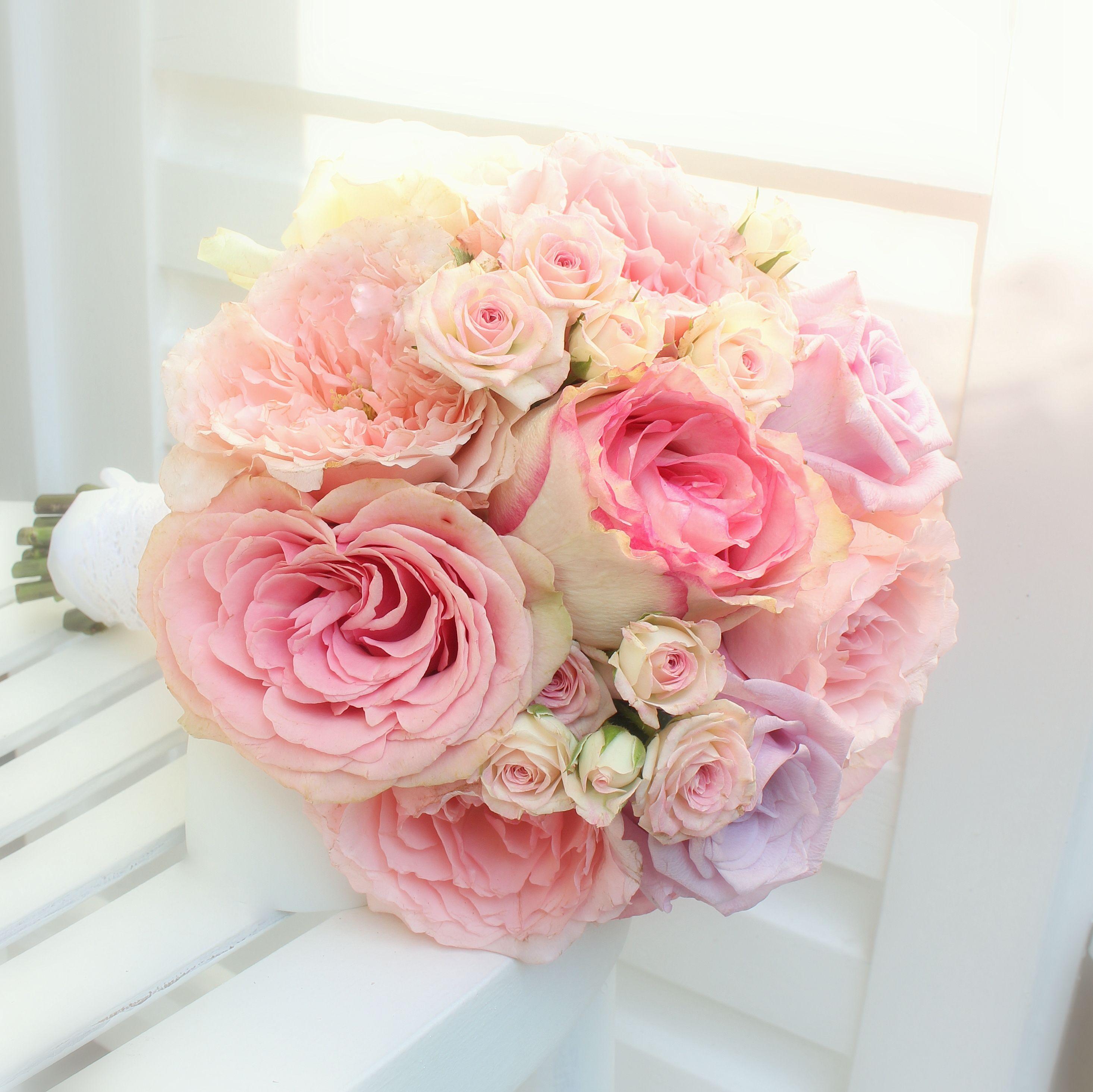 brautstrau mit sommerlichen rosa rosen. Black Bedroom Furniture Sets. Home Design Ideas
