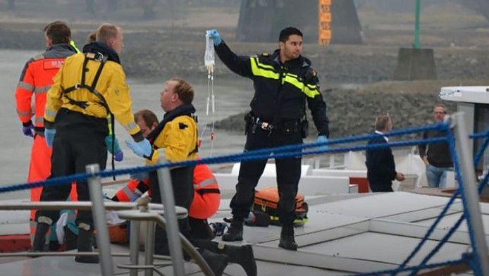 Vrouw Valt Vanaf Nijmeegse Waalbrug Op Cruiseschip Nieuws Ad Nl Vrouw Cruiseschip