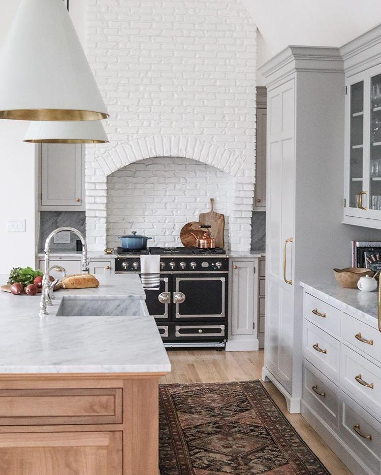 Idée décoration maison tendance - cuisine ouverte en bois et pierre ...