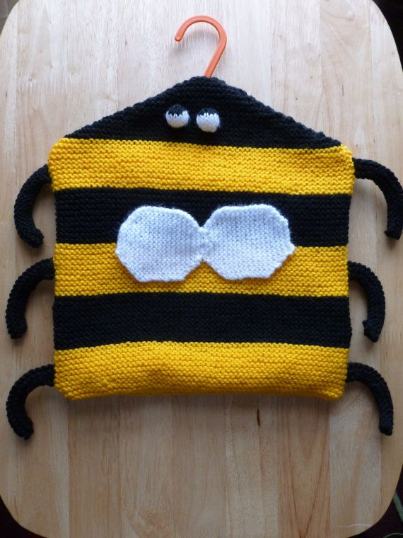 Hand Knitted Novelty Bumble Bee Clothes Peg Bag | Nähen