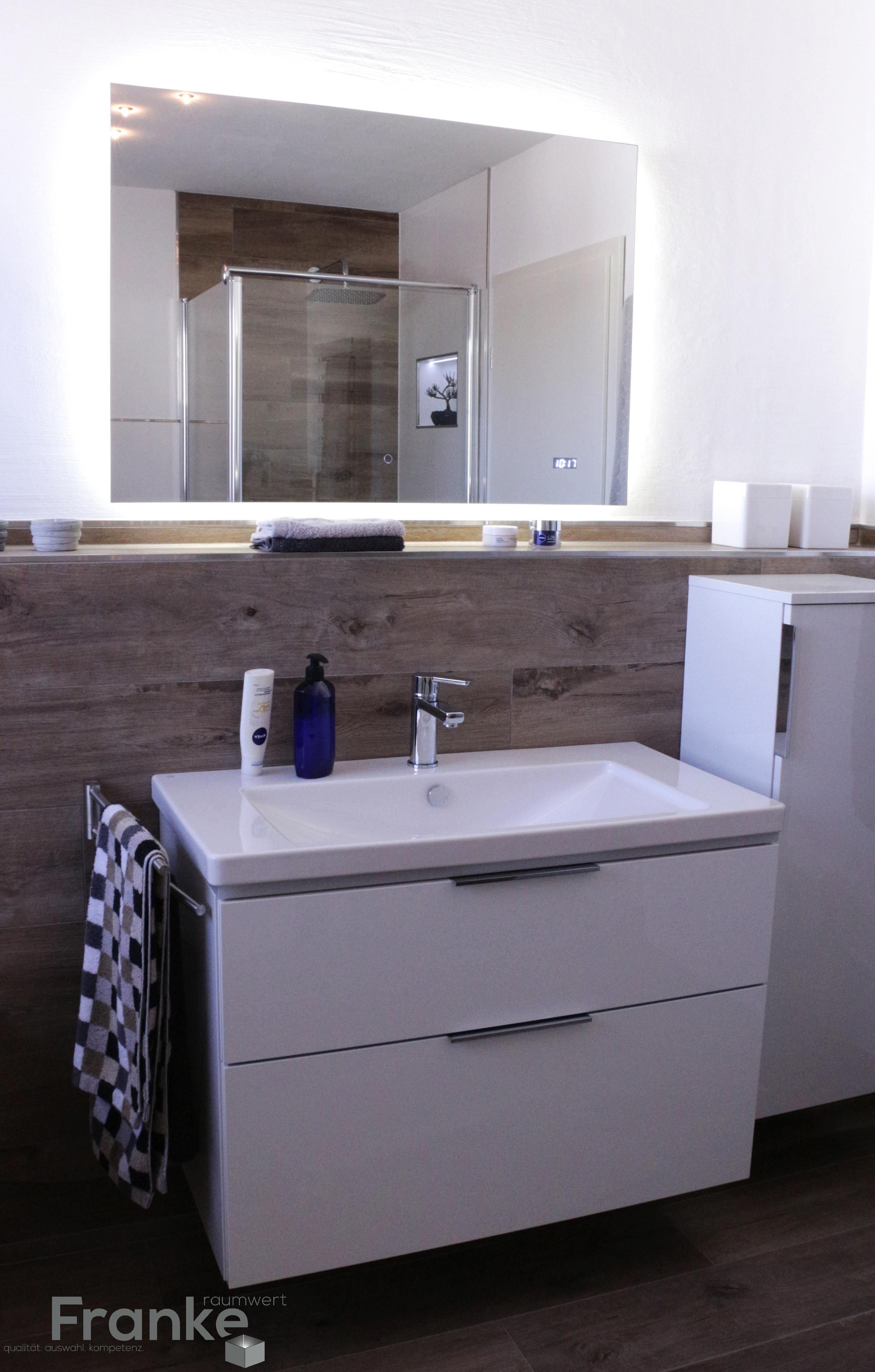 Lichtspiegel Mit Einer Waschtischkombination Von Burgbad Www Franke Raumwert De Badezimmer Badezimmer Waschbecken Schminktisch