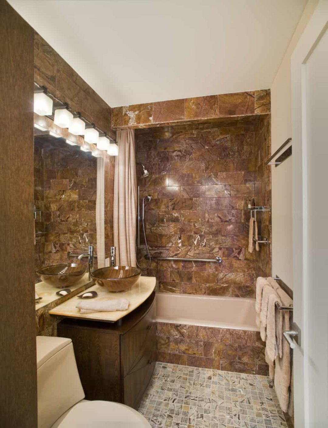 Luxurious And Modern Small Bathroom Design That You Can Apply At Home Bathroom Design Luxury Bathroom Design Small Modern Small Luxury Bathrooms