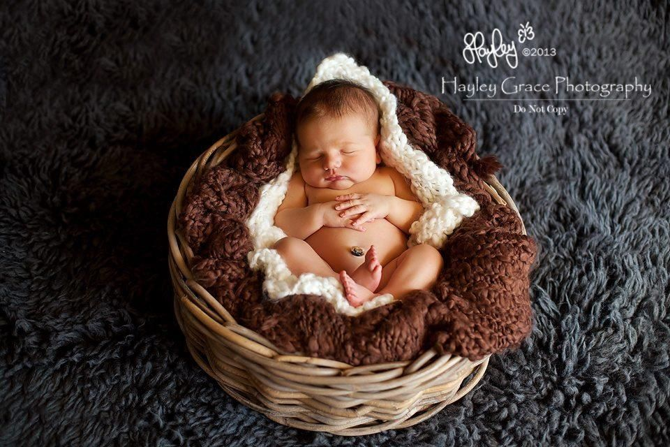 Round basket pose hayleygracephotography com au beautiful newborn photography