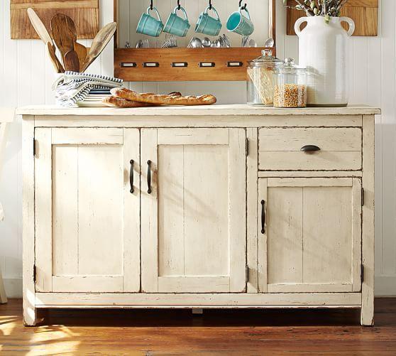 weißer Küchenschrank im nostalgischen Landhauslook, Landhausmöbel