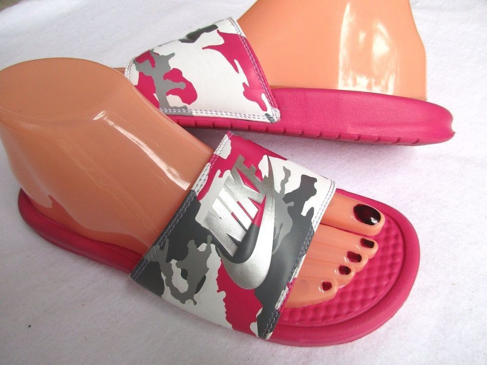 8851f10c2e64 Nike women sandals s Size 7  Nike  Slides  Beach