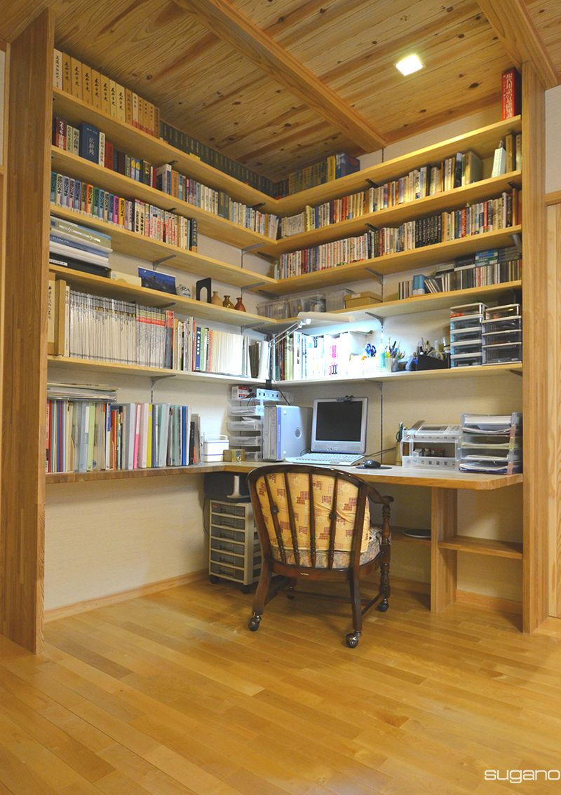 書斎コーナーには造り付けの書棚で収納力たっぷりと Hp未掲載写真