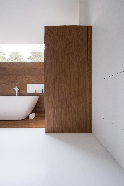 polyurethaan gietvloer in badkamer knappe combinatie en perfecte aansluiting met hout pu