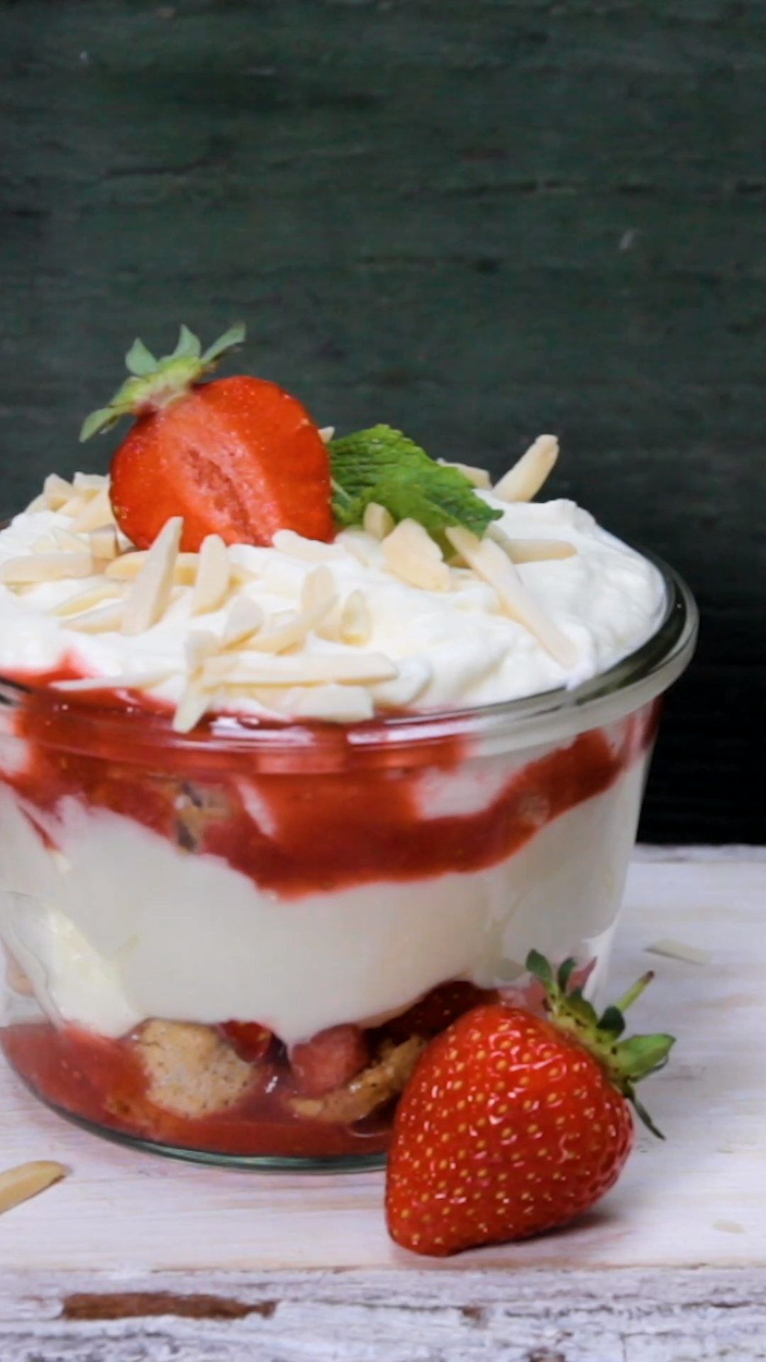 Photo of The BEST strawberry tiramisu in 30 minutes
