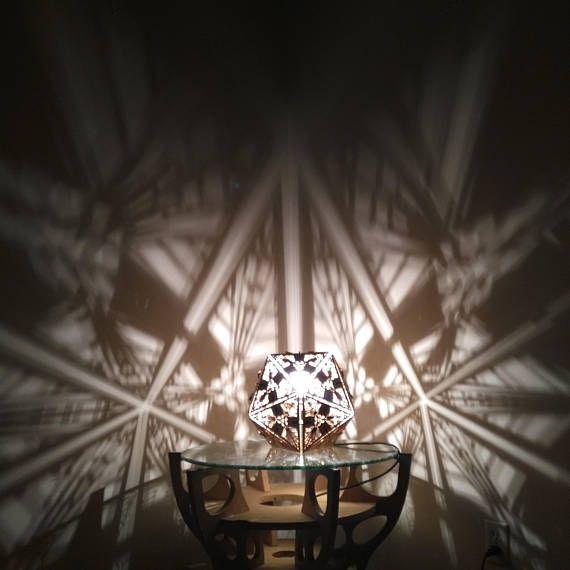 Icosahedron shadow desk lamp