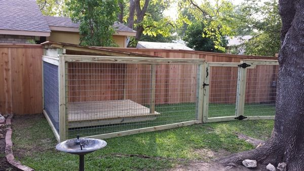 Creative Fencing Keeps Multiple Dogs In Check. Dog Run FenceDiy ...