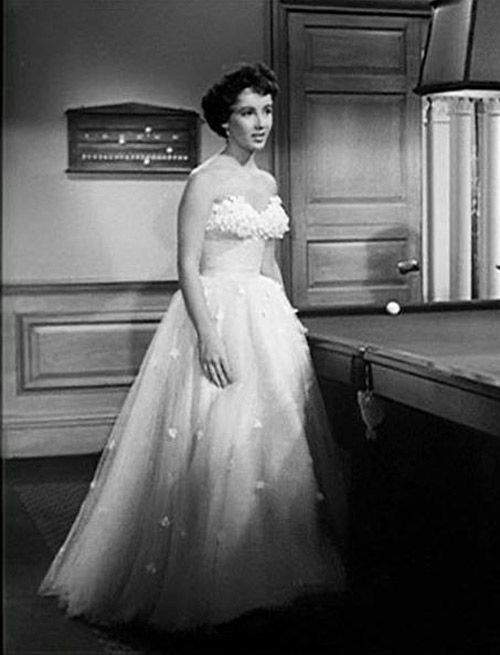 Just love this dress for elizabeth taylor in 1951 why for Elizabeth taylor s wedding dresses
