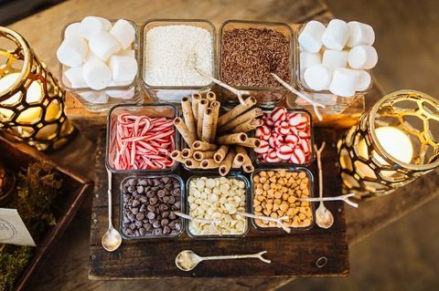 42 Hot Chocolate And S'Mores Bars For Your Winter Wedding #hotchocolatebar