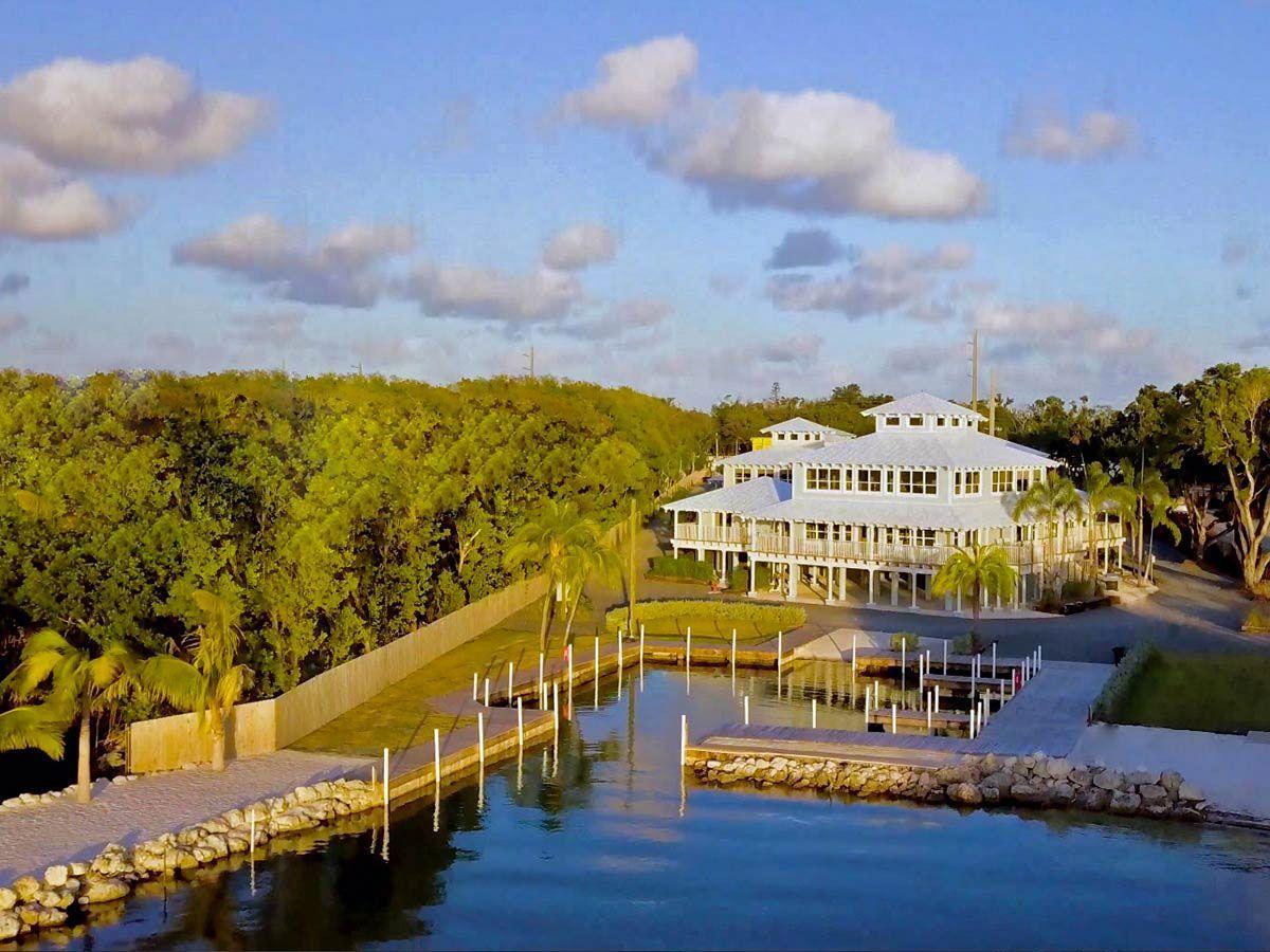 Dolphin Point Villas Is Key Largo S New Vacation Spot For Boaters Florida Keys Honeymoon Vacation Spots Honeymoon Spots