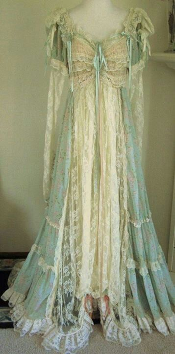 1910 (I really do need to make a seperate board for my newfound thing for lacy/old dresses