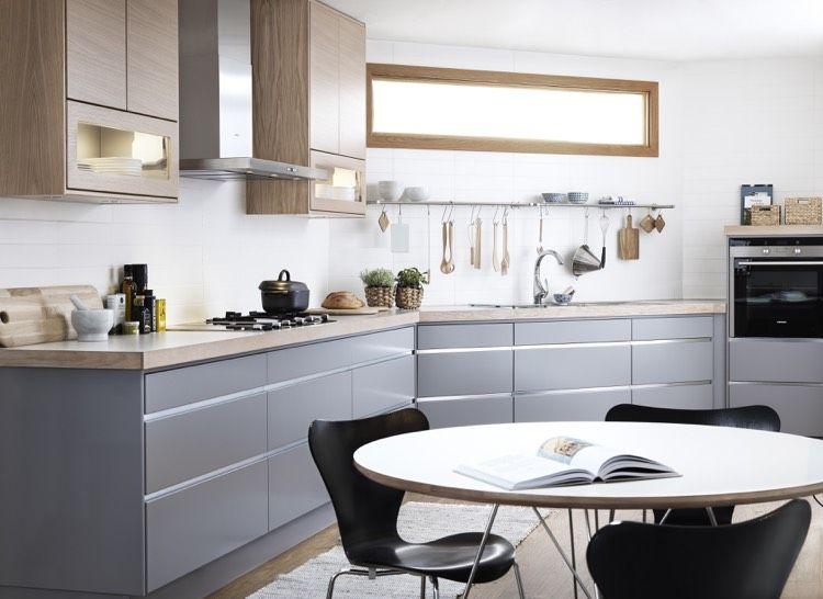 sockelblende f r k che grau unterschr nke oberschr nke eiche weisser fliesenspiegel kitchen. Black Bedroom Furniture Sets. Home Design Ideas