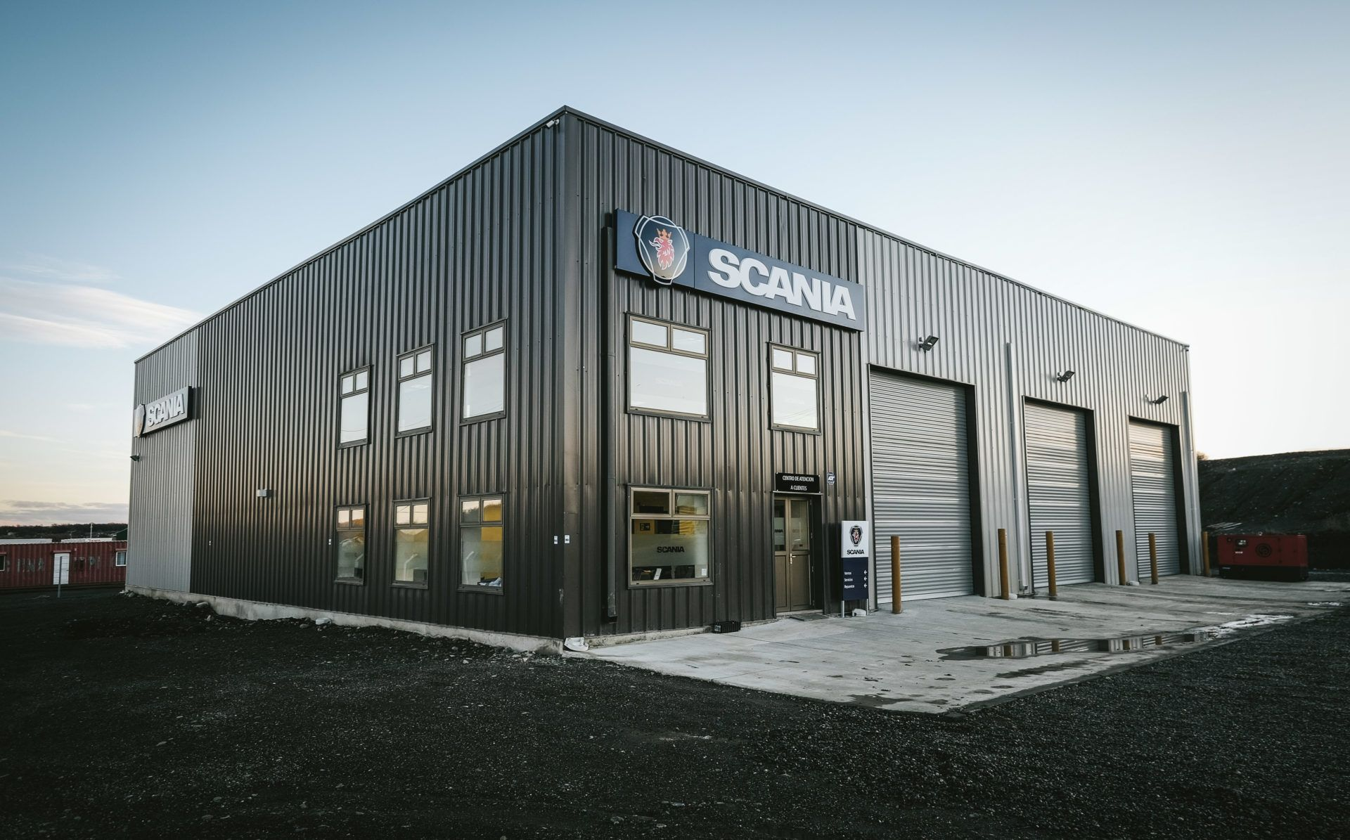 Prefab Steel Building Automotive Workshop 85x87 Scania Warehouse Located In Punta Arenas Chile Steel Buildings Building Metal Buildings