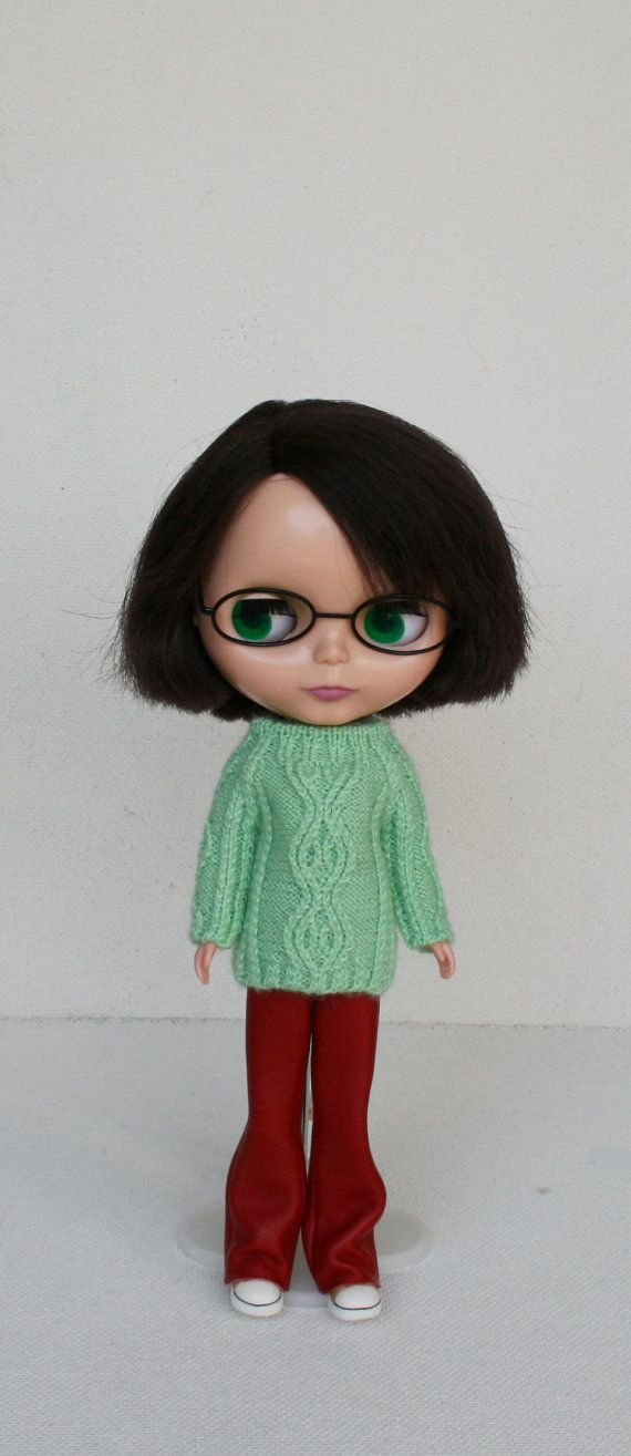 Green sweater for Blythe doll.  I knit only from the new high quality yarn. 50% wool 505 acrylic  Care instruction : Hand wash in warm soapy
