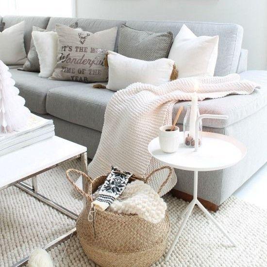 Decora Tu Casa Con Cestas De Mimbre Alfombras Salon Disenos De Dormitorios Sofas Grises