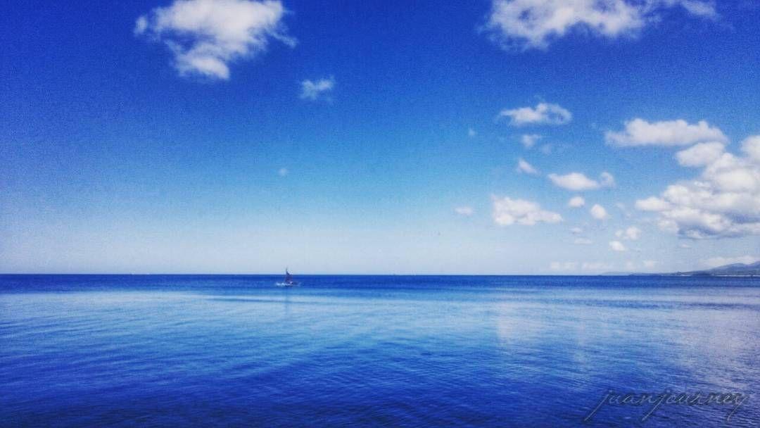 Lugar kung saan kalmado ang lahat. #blue  #reflection  #bluesky  #blueocean  #sailboat  #calm  #morning #perfection  #juangoal  #juanjourney by juanjourney