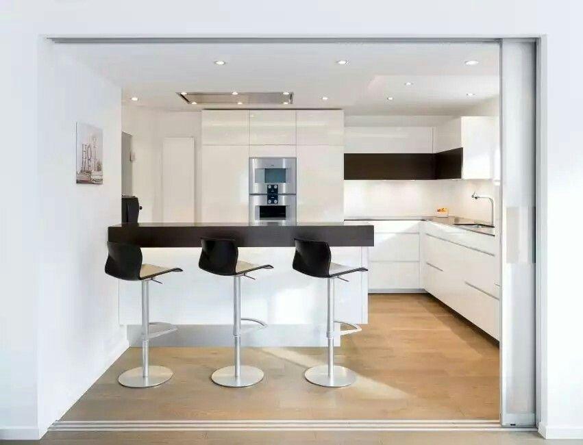k che nach ma mit schiebet ren aus glas als abtrennung von k che und esszimmer von klocke. Black Bedroom Furniture Sets. Home Design Ideas