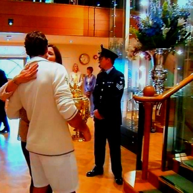 Mirka gives hubby Roger Federer a kiss after he won his 7th Wimbledon title, 8 July 2012