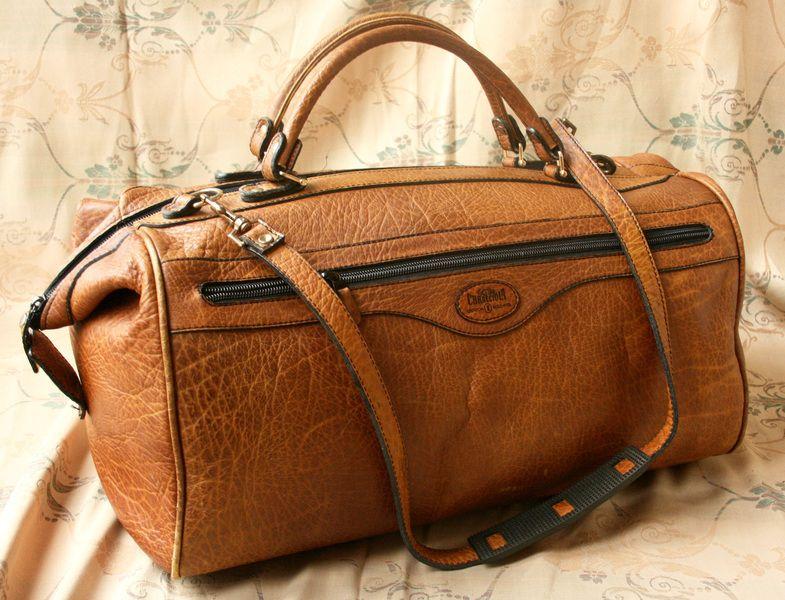 9c053285afa45 Original Caracciola Goldpfeil Reisetasche aus hellbraunem Büffelleder. Zwei  Griffe