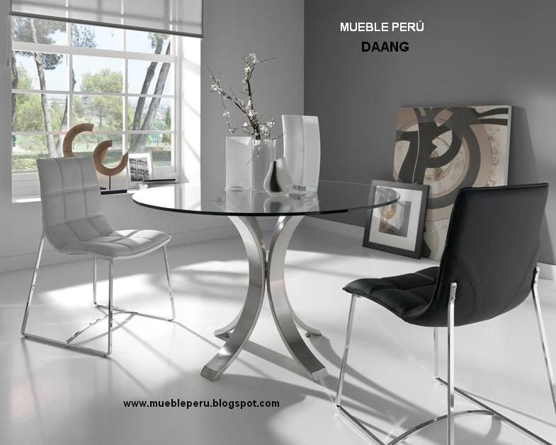 Exclusivo comedor daang, con moderna mesa de acero y elegantes ...