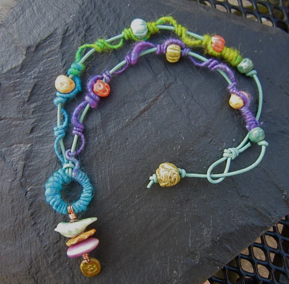 WoolyWire jewelry bail created by Lesley Watt - http://www.facebook.com/photo.php?fbid=491192770905634=a.457999634224948.107467.198038983554349=1