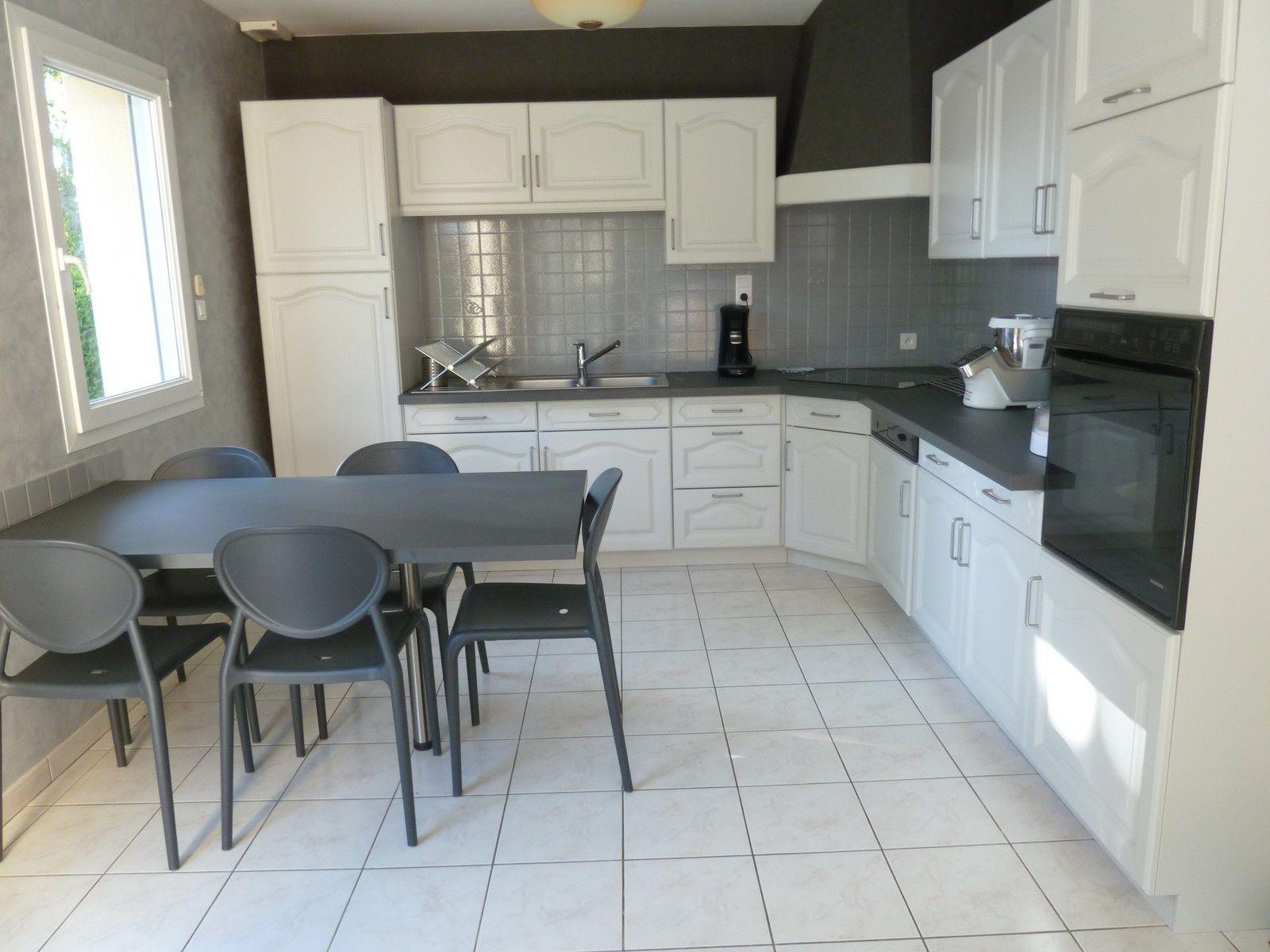 r nover une cuisine comment repeindre une cuisine en ch ne cuisine pinterest cuisine et home. Black Bedroom Furniture Sets. Home Design Ideas