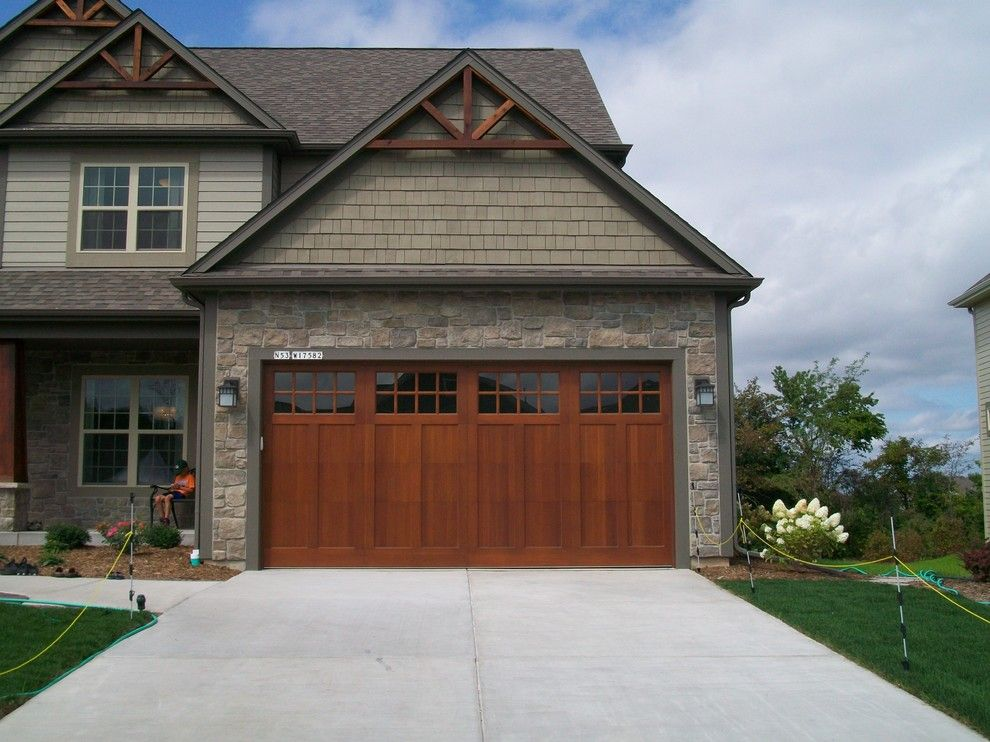 Inspired carriage house garage doors vogue milwaukee for Craftsman style garage lights