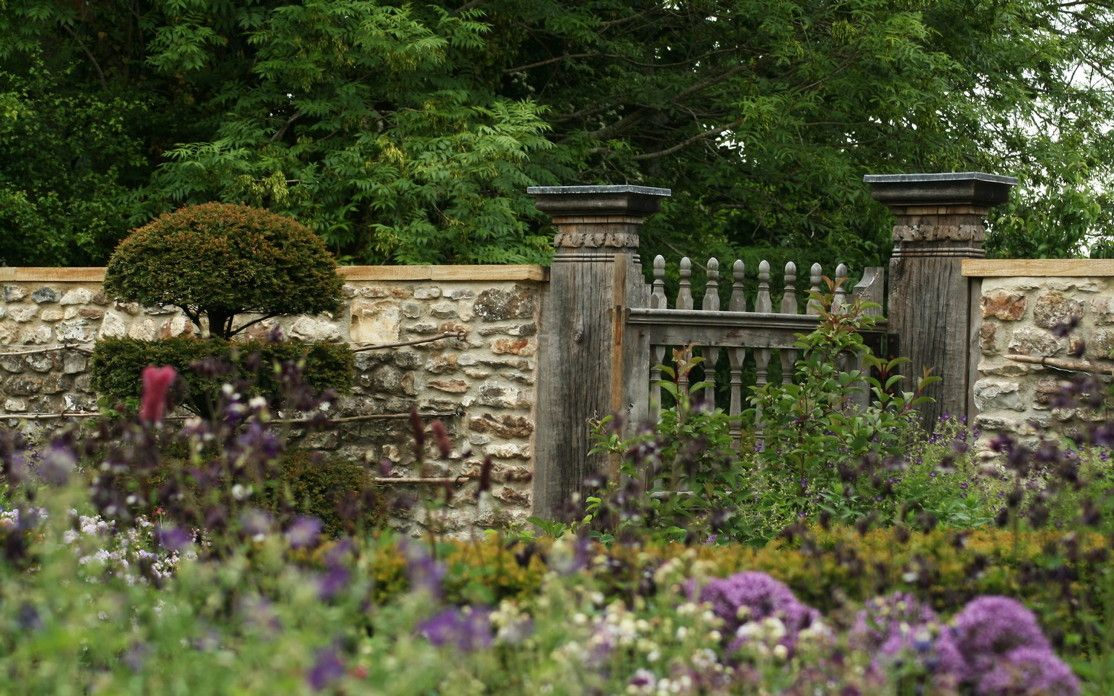 Lunch Latte Garden Design A 17th Century Farmhouse In Devon Garden Design Beautiful Gardens Outdoor Gardens Design