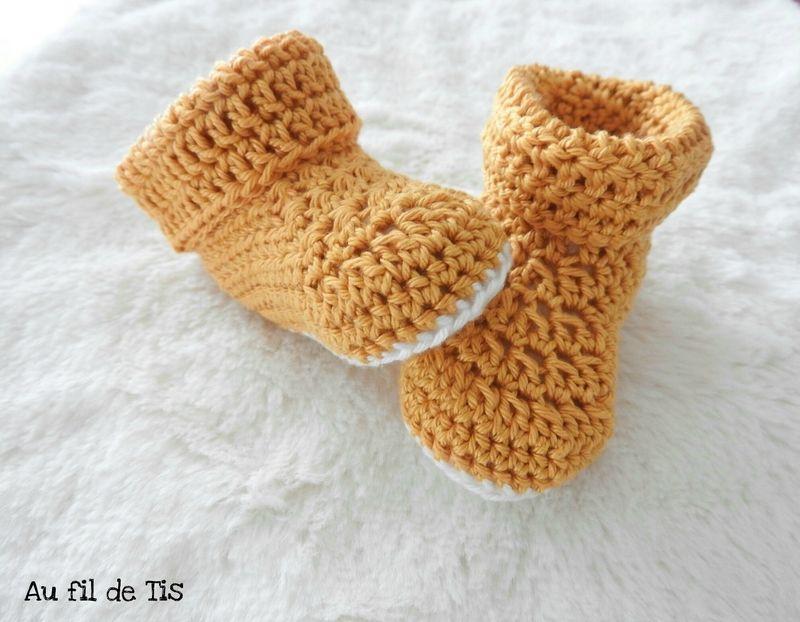Chaussons bébé en crochet, moutarde et blanc, tuto Crochet Cocoon