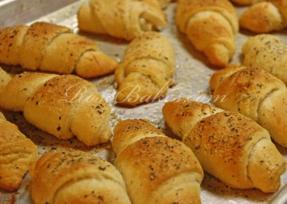Easy Italian Garlic Parmesan Crescent Rolls - Rose Bakes