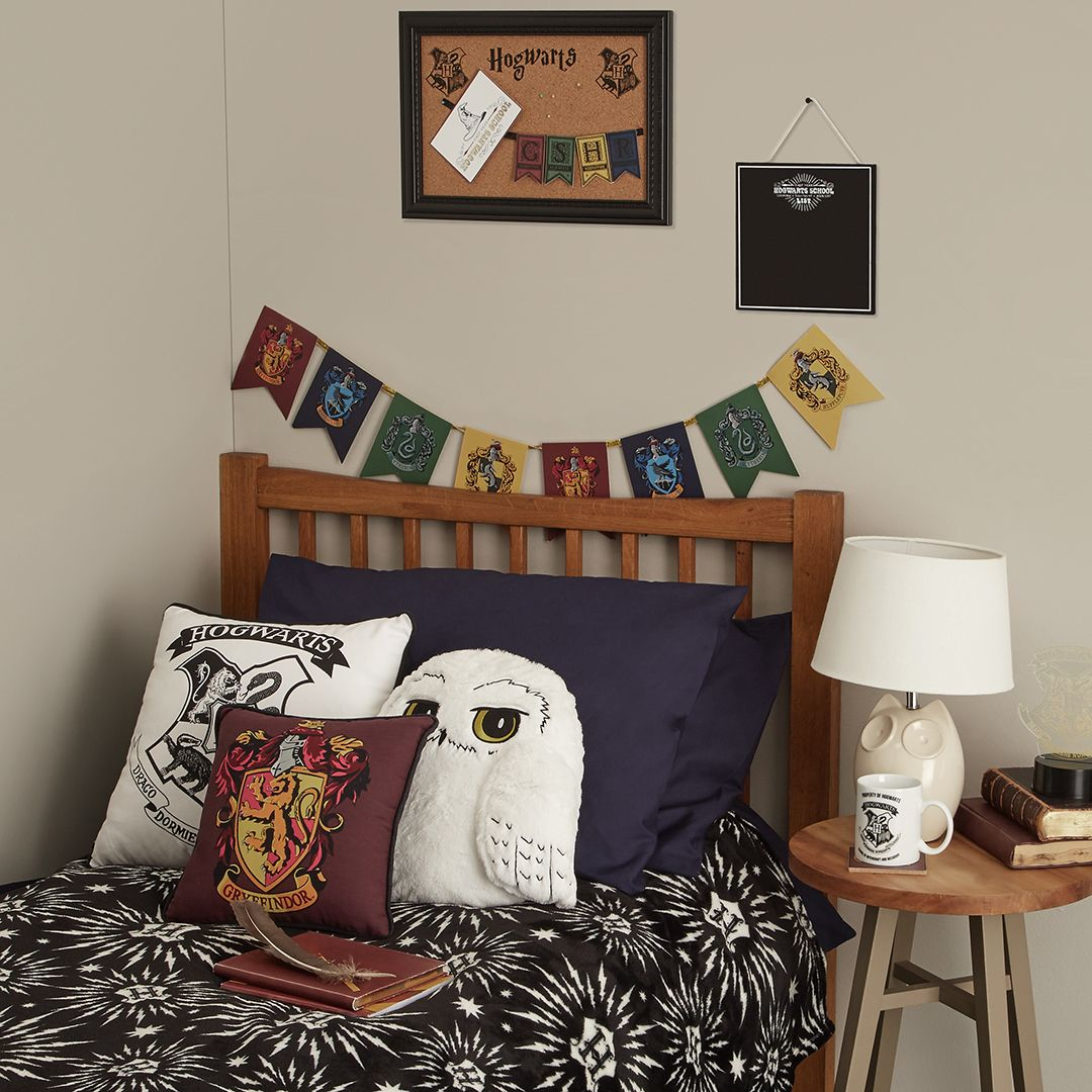 Harry Potter Bedroom Decor: Tag A Harry Potter Fan You Know Would LOVE This Bedroom
