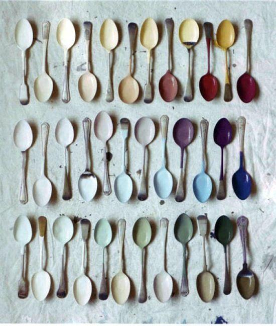 Hay một bức tranh với những chiếc muỗng nhiều màu sắc này sẽ rất thích hợp với không gian bếp