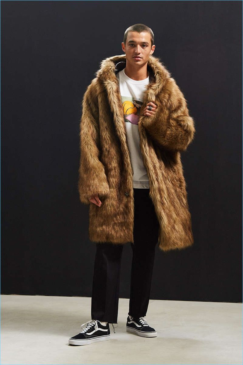 dc89dcfda26 Fur has been really popular for the past 2 seasons of fall winter fashion.  Pairing something as luxurious as a fur coat with a casual outfit gives a  ...