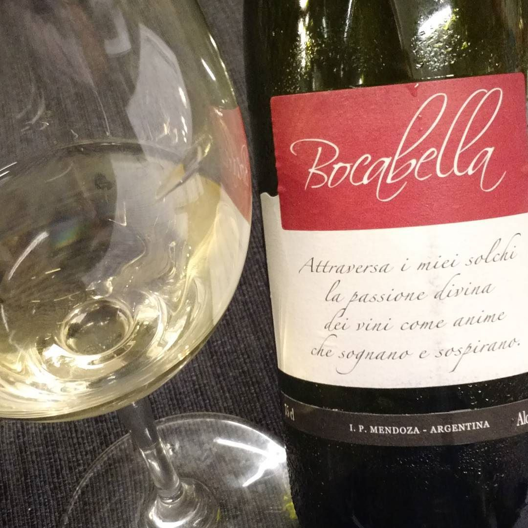 Arranca Una Nueva Reunion Argwb Probando Vinos De Garavaglia Winery Wine Bottle Wine Bottle