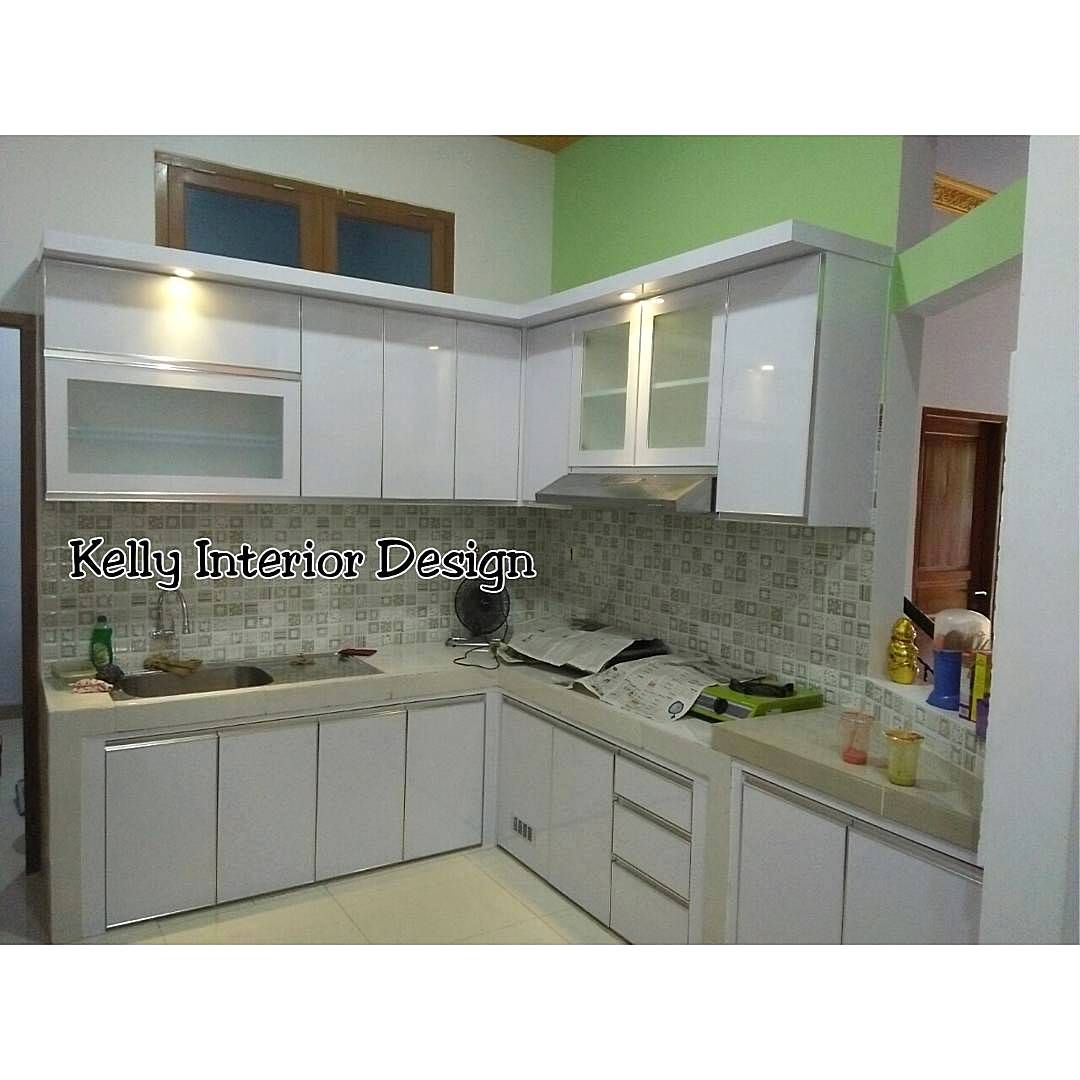 Model kitchen set