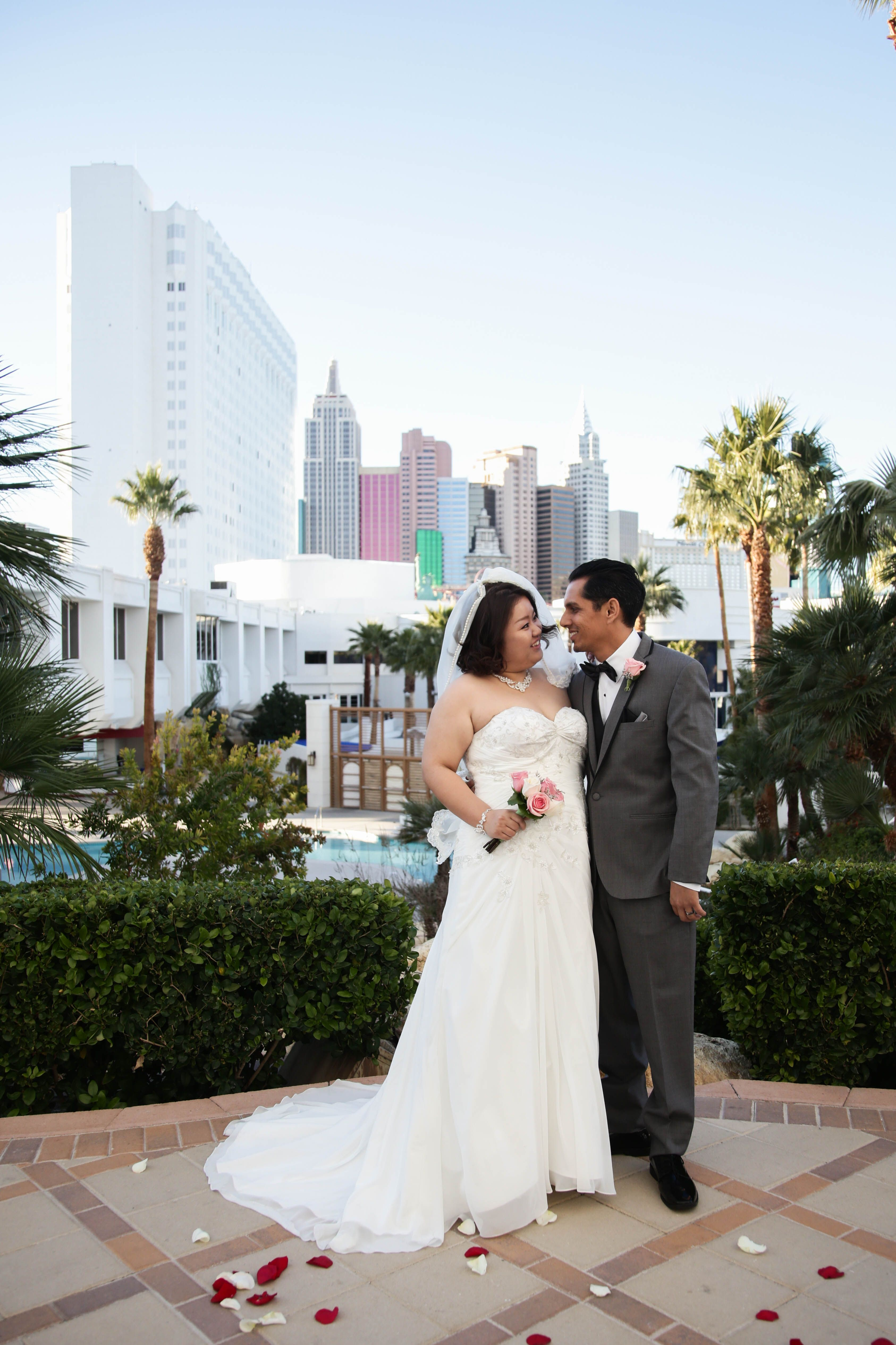 Las Vegas Strip Wedding Location With A View Let The Famous Be Backdrop Affordable PackagesLas