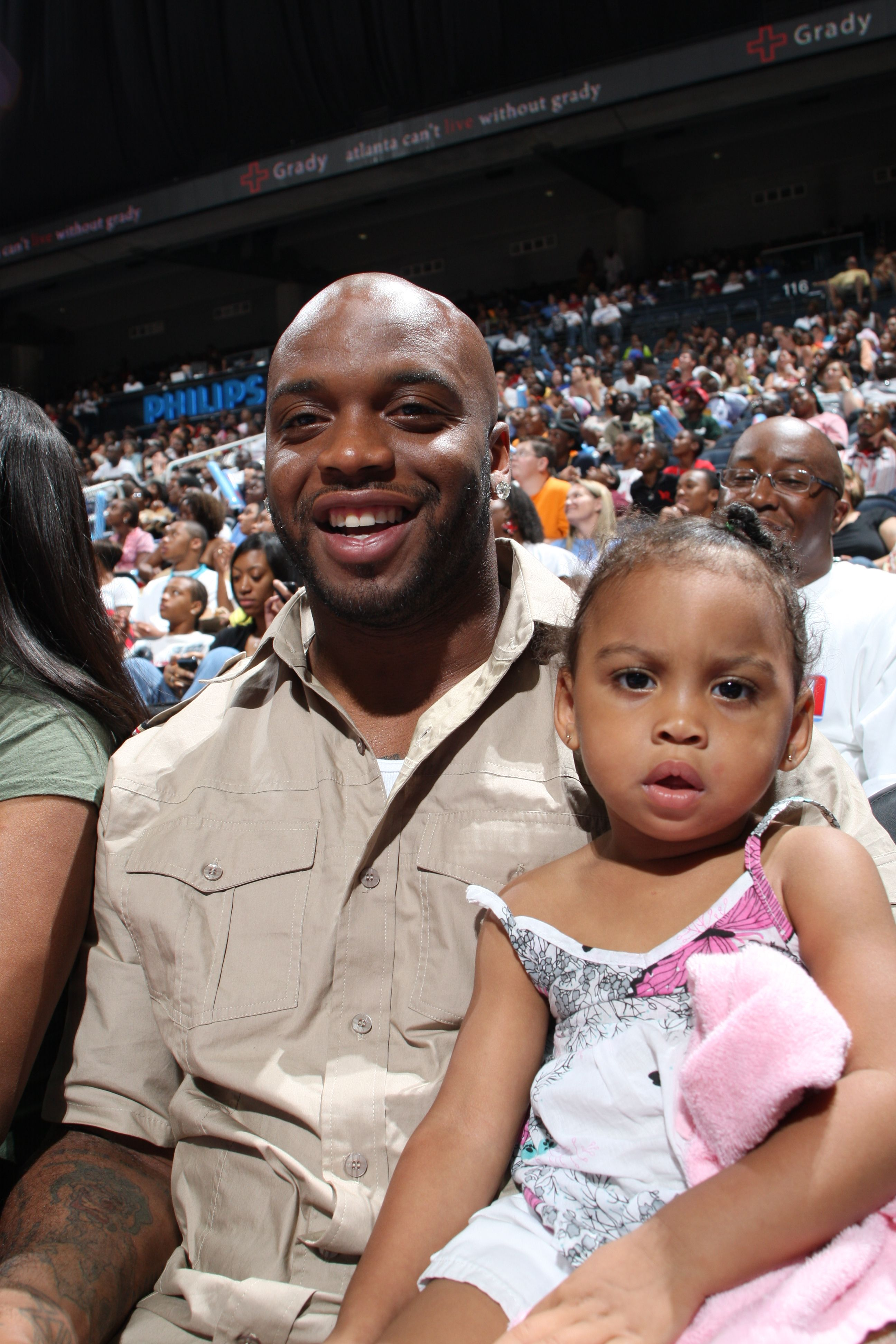 Atlanta Falcons John Abraham With His Daughter Atlanta Atlanta Falcons John Abraham