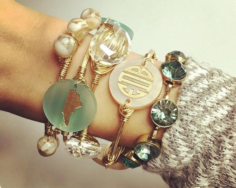 Personalize your stack with these gorgeous monogram bangles! There are so many color options! 3 discs featuring your monogram on your choice of gold or silver wire!Choose your acrylic color and font color fill.