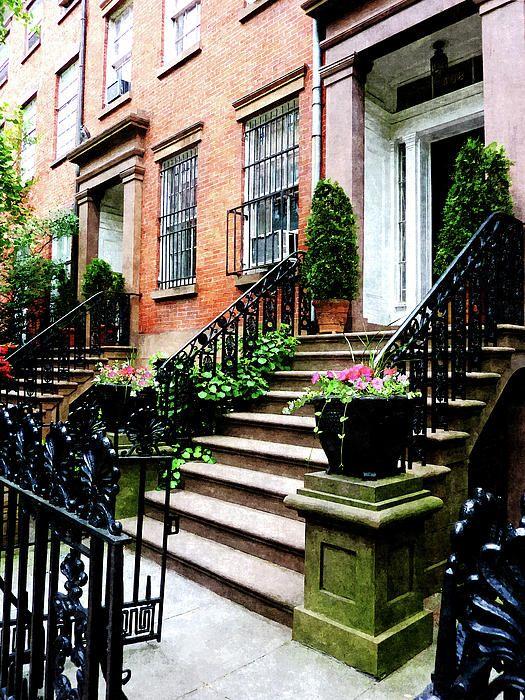 Chelsea brownstone renting for Broker fee nyc
