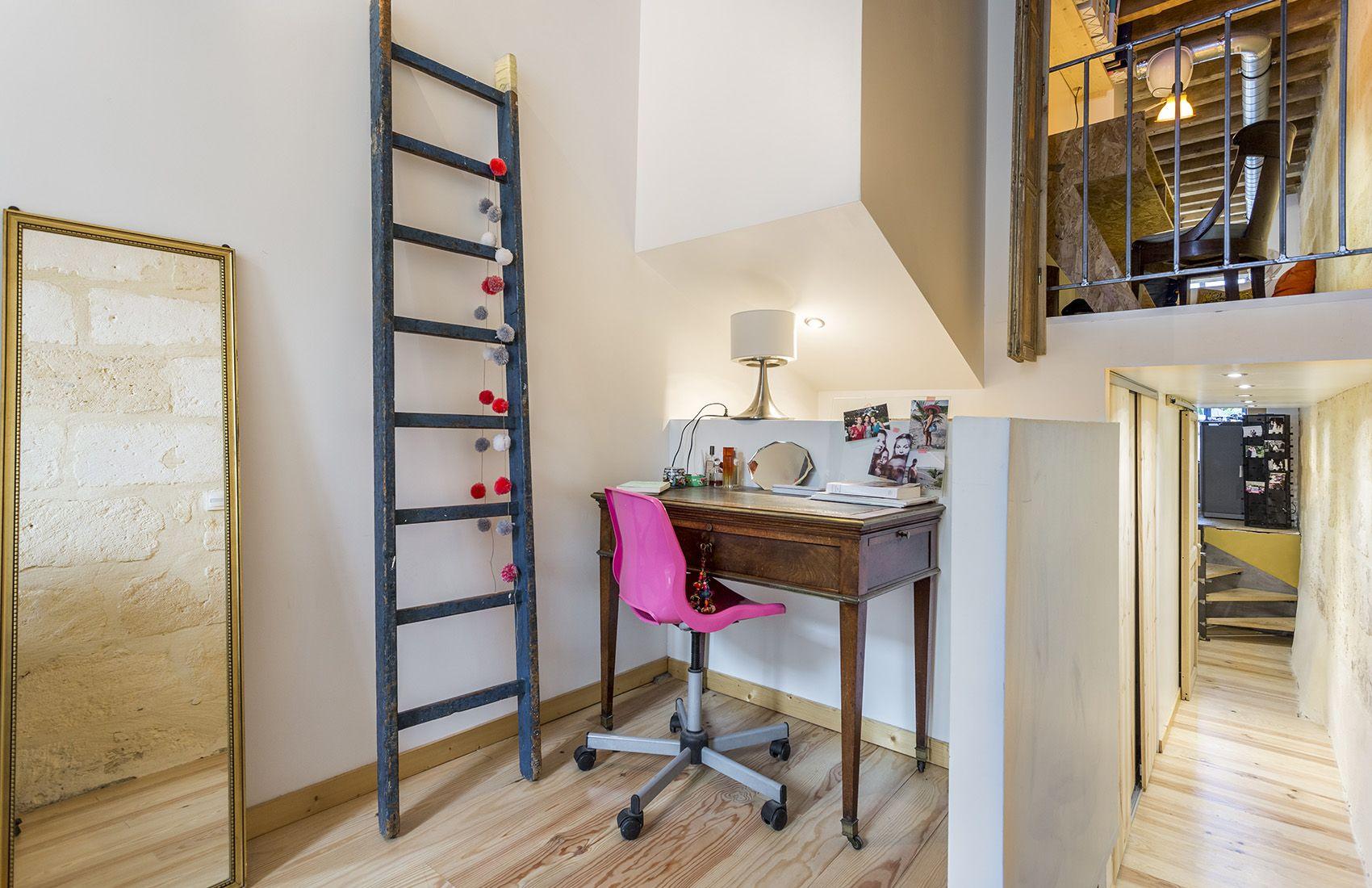 Petit espace bureau bien pensé dans une maison bordelaise réaménagée