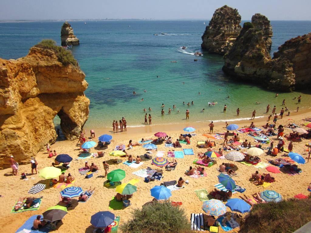 La Paradisiaca Praia Do Camilo En El Algarve Playas Hermosas Algarve Vacaciones En Europa