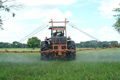 Tractor, Fumigar, Suelos Fotos libres de derechos